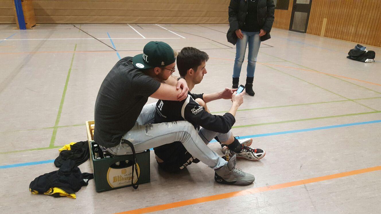 Sven Fischer nach dem Spiel, zusammen mit Mannschaftskamerad René Heßing